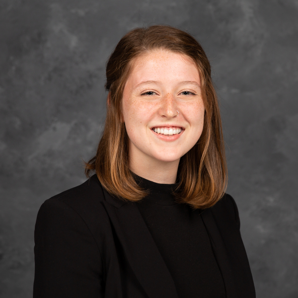 Erin Barillier receives Baines Family Planetary Science Scholarship